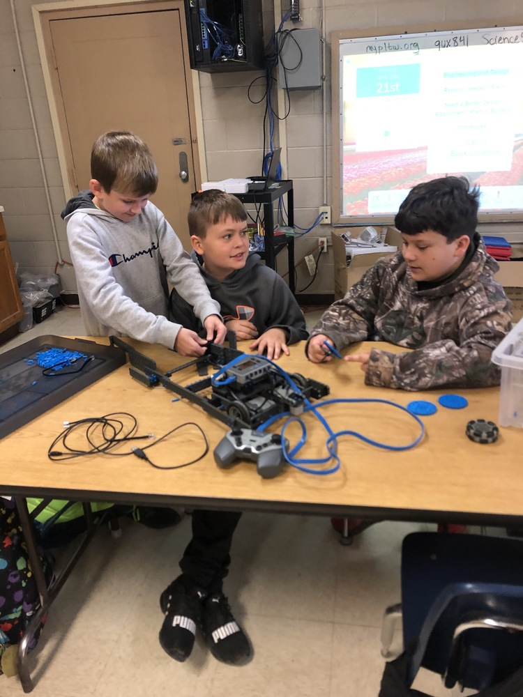 5th Graders Build ROBOTS!