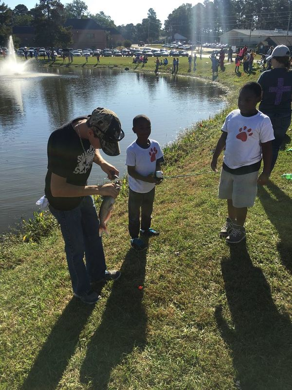 SHS Bass Fishing Team Lends a Helping Hand at SAU Fishing Derby