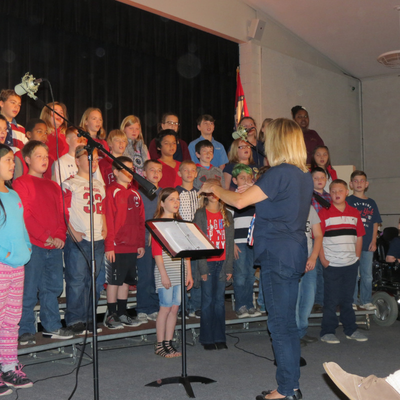 SES Students Sing for Veteran's Day Assembly