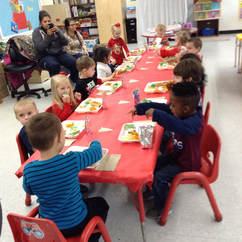 SPS Students Eat Christmas Lunch