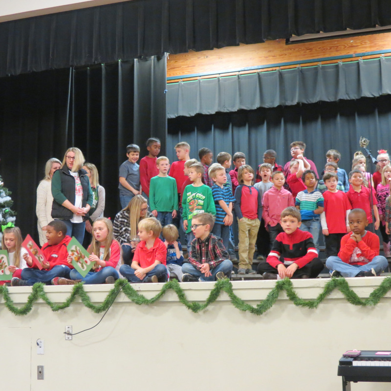 Students at SES Perform Christmas Program