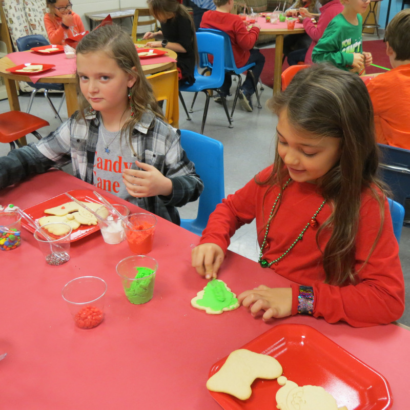 SES Kids Decorate Cookies