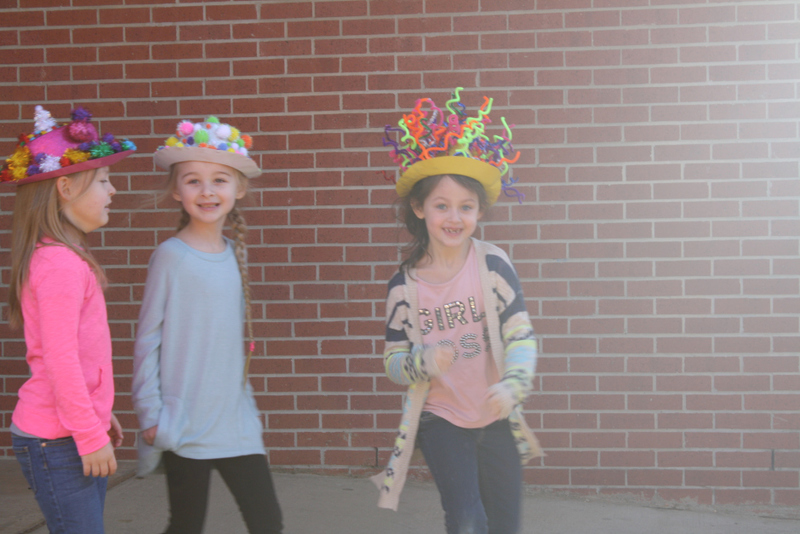 SES Students Wear 100 Days Hats