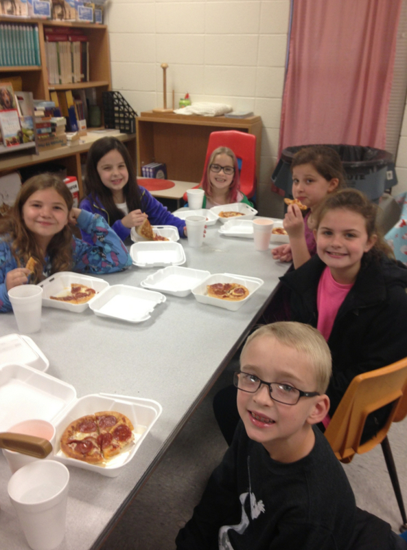 SES Students Enjoy Reward of Lunch with Principal