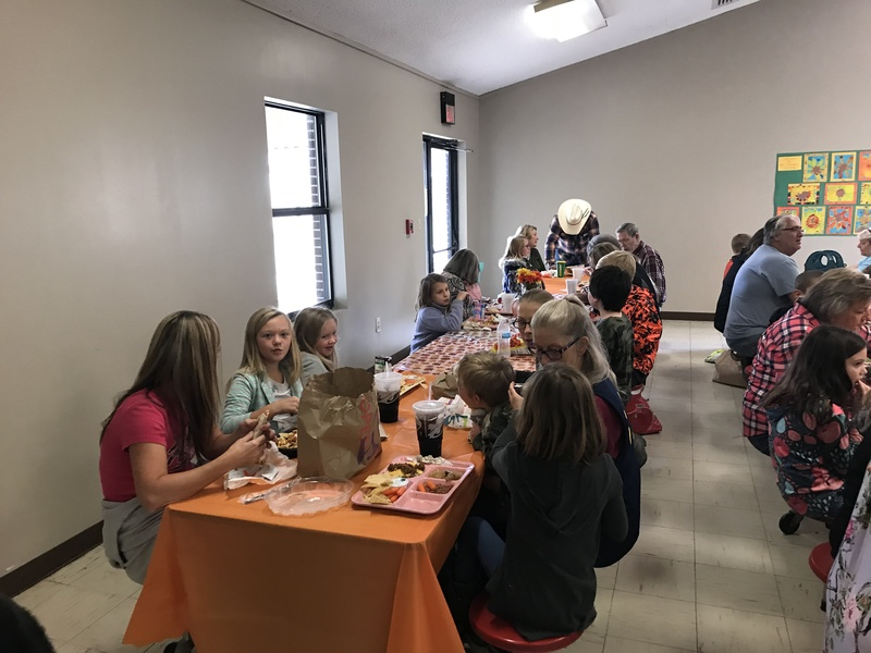 NES Grandparents Eat Breakfast with Students