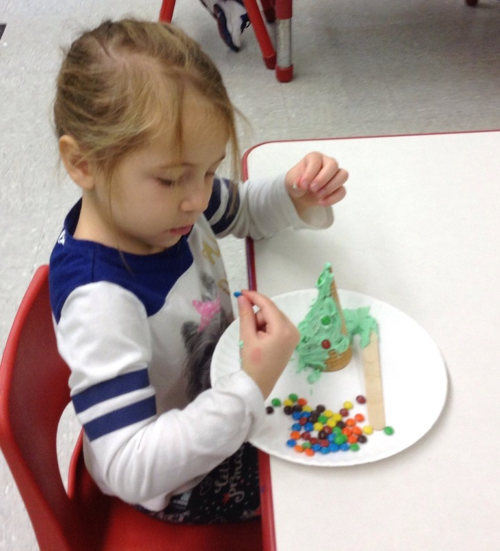 SPS Students Make Christmas Cookies