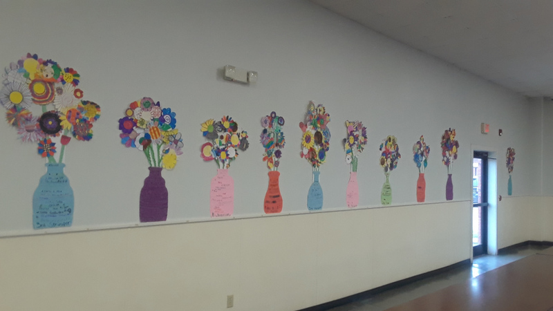 SES Students Decorate the Cafeteria
